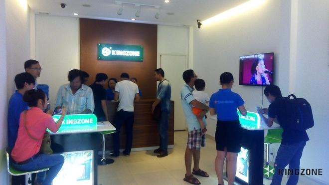 Các đại lý Kingzone luôn đông khách đến thăm và mua sắm.