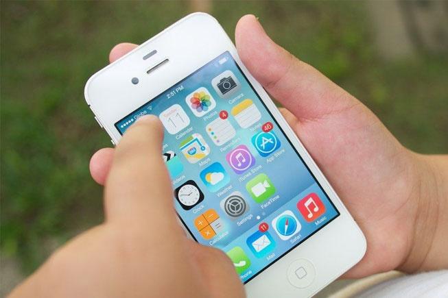 iPhone 4s may cu hang My ban chay dip cuoi nam hinh anh