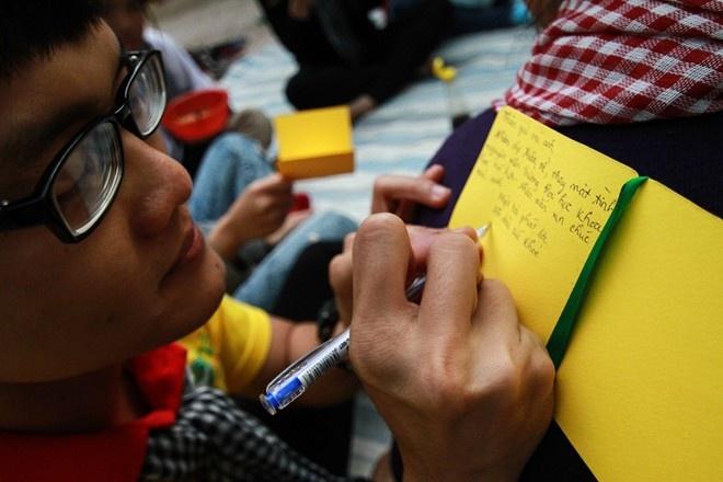 Nhung cach sang tao loi chuc doc dao cua cu dan mang hinh anh 1 Chúc Tết là một nét văn hóa đẹp được giới trẻ duy trì và thực hiện với nhiều ý tưởng độc đáo.