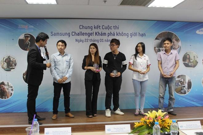 Video cha con gay xuc dong gianh giai di Han Quoc hinh anh 13 Ban tổ chức trao giải thưởng cho các thí sinh lọt vào top 20 gồm kỷ niệm chương và điện thoại Samsung Galaxy V.