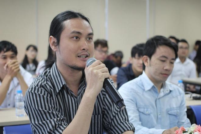 Video cha con gay xuc dong gianh giai di Han Quoc hinh anh 4 Nghệ sĩ thị giác Phan Vũ Linh rất hài lòng với phần thuyết trình của các thí sinh. Anh cho rằng, đây là ý tưởng nhân văn. Bài thi cũng nhận được sự đồng tình của các Giám khảo khác.