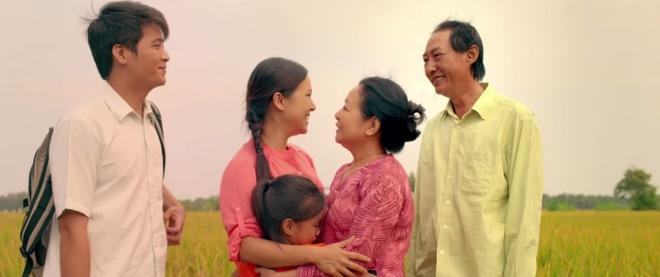 Nguyen Phong Viet: 'Khong de lo lang lam mat niem vui Tet' hinh anh 3 Tết nên ở cạnh gia đình để tận hưởng những ngày đầy ý nghĩa.