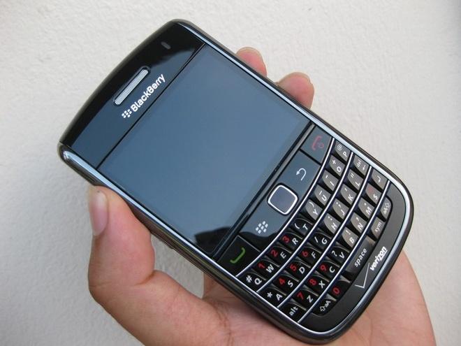 Blackberry 9650 nhap tu My gia 1,3 trieu dong hut khach hinh anh 2