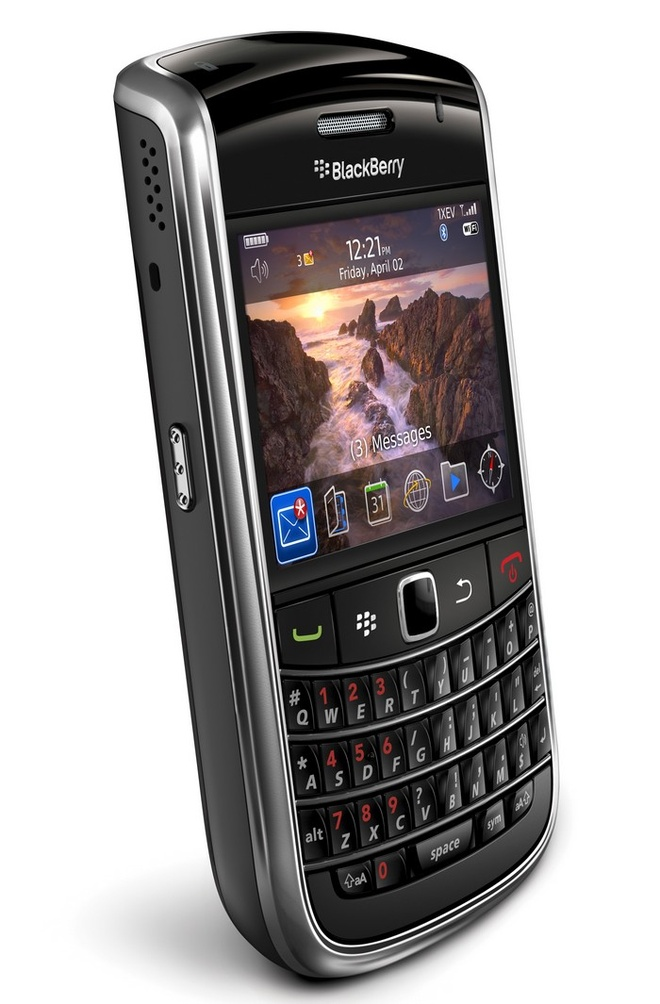 Blackberry 9650 nhap tu My gia 1,3 trieu dong hut khach hinh anh 5