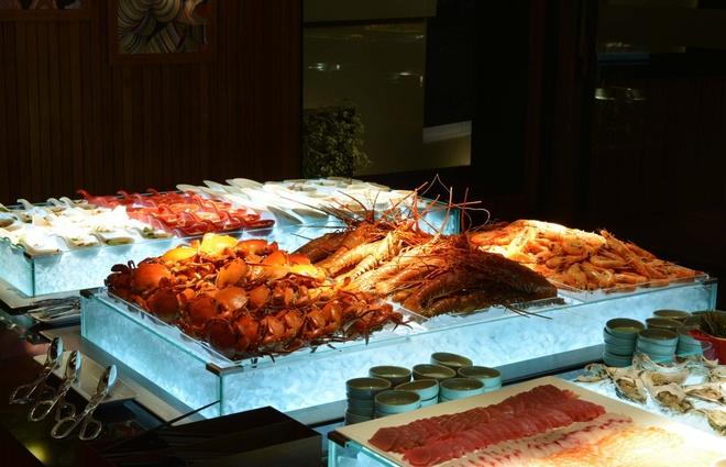 Nha hang The Log - diem den ly tuong cho le Tinh nhan hinh anh 3 Quầy hải sản tại khu vực phục vụ Buffet.