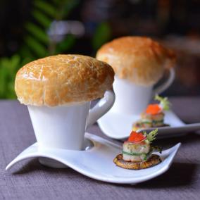 Nha hang The Log - diem den ly tuong cho le Tinh nhan hinh anh 7 Súp hải sản và sò điệp nướng xốt Miso.