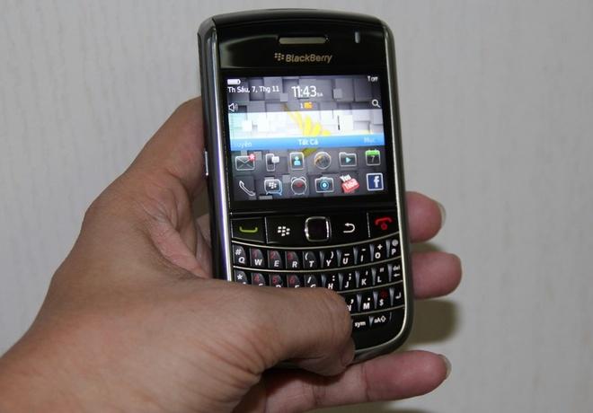 Blackberry 1,3 trieu dong hut khach dip cuoi nam hinh anh