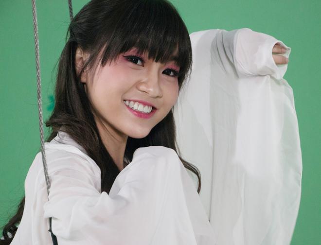 Hot girl co thu nhap khung nho dong clip game online hinh anh