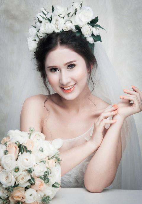 Phong cach trang diem co dau nhe nhang cua Khai Thien hinh anh 3 Các cô dâu rất hài lòng khi được Khải Thiên trang điểm và trở nên xinh đẹp hơn trong ngày trọng đại.