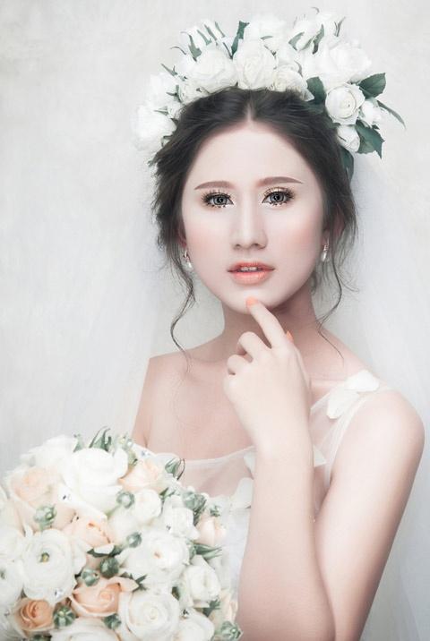 Phong cach trang diem co dau nhe nhang cua Khai Thien hinh anh 4