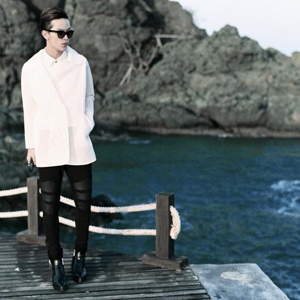 Fashionisto Kelbin Lei luôn xuất hiện trong 2 màu đen và trắng.