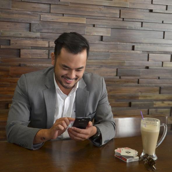 Smartphone là người bạn thân thiết của Petey Majik Nguyen.