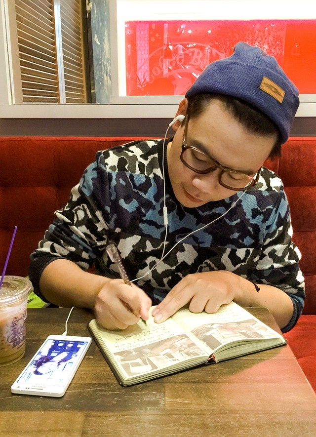 Bi kip hut like tren mang xa hoi cua hot teen Viet hinh anh 1 Anh chàng nhạc sĩ kiêm nhà văn Hamlet Trương là một nhân vật rất nhiều bạn trẻ yêu thích và theo dõi Facebook bởi những chia sẻ dễ thương của anh.