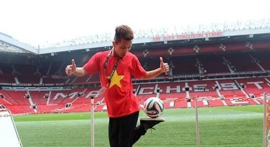 Do Kim Phuc: Tu tang bong goc nha den san Old Trafford hinh anh