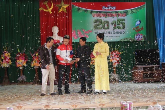 Anh Phạm Hiệp Doanh – Nga Bạch, Nga Sơn, Thanh Hóa nhận quà từ chương trình