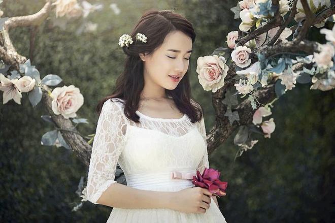 Nha Phuong: 'Hinh anh nu tinh khong bao gio loi thoi' hinh anh 4    Chụp ảnh với cảnh vật thiên nhiên thơ mộng chính là bí quyết giúp Nhã Phương tô đậm hình ảnh lãng mạn, nữ tính của mình.