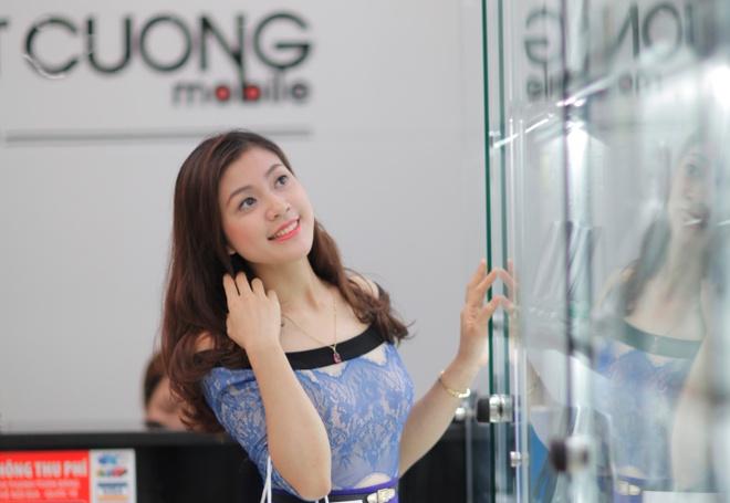 Mua iPhone gia re tai Ho Tung Mau hinh anh