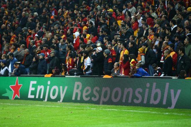 Fan Viet co co hoi nhan ve xem truc tiep chung ket UEFA 2015 hinh anh