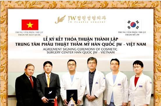 Chuyen gia nang mui noi tieng Han Quoc den Viet Nam hinh anh