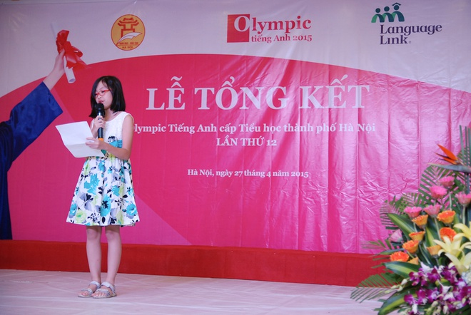 Co ban quan quan Olympic tieng Anh mo uoc lam nha van hinh anh 1 Hiền Anh đại diện các thí sinh đạt giải Olympic phát biểu cảm nhận.