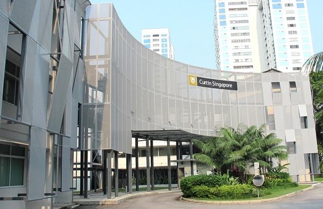 Sinh vien hao hung voi Tuan le hoc bong DH Curtin, Singapore hinh anh