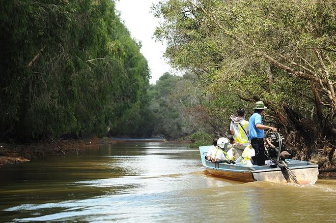 Dù chưa tới mùa nước nổi nhưng vẻ đẹp của rừng tràm vẫn khiến dân phượt ấn tượng và thích thú.