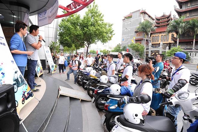Ông Hoàng Hà, đại diện Yamaha Việt Nam công bố khai mạc hành trình Yamaha Asia Blue Core Touring 2015.