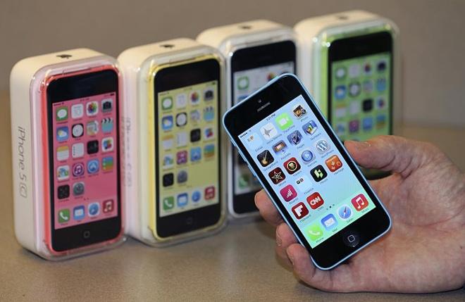 iPhone 5C 16 GB gia 2,5 trieu dong hut khach Viet hinh anh 1