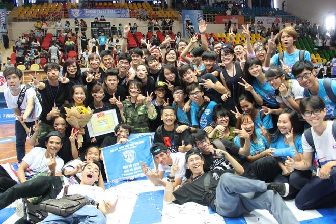 Đại học Tôn Đức Thắng là quán quân bộ môn nhảy đối kháng mùa giải Revive VUG 2015.