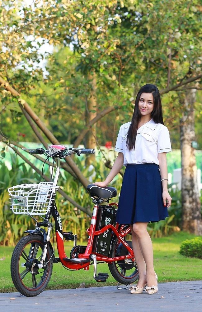 Xe đạp điện có thể rút ngắn thời gian di chuyển trên đường, tiết kiệm thời gian và sức lực cho các em học sinh.
