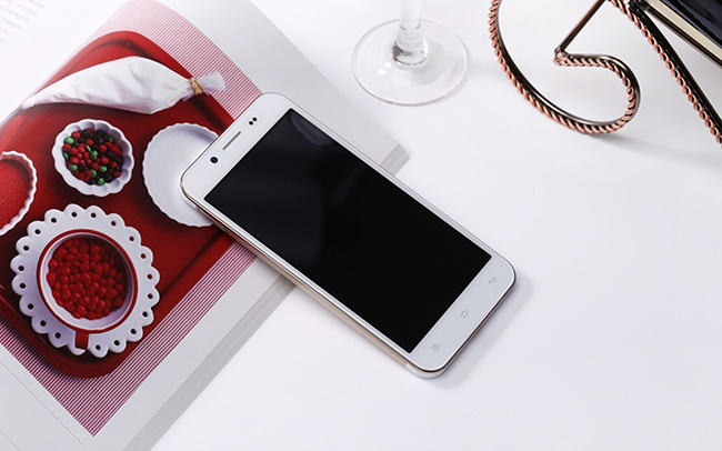 Smartphone ROVI 8 nhan trong tam gia 3 trieu dong hinh anh