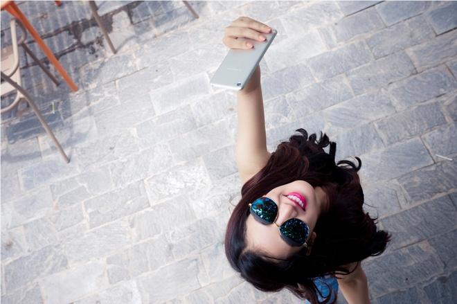 Bi quyet giup ban tre selfie pha cach hinh anh 1
