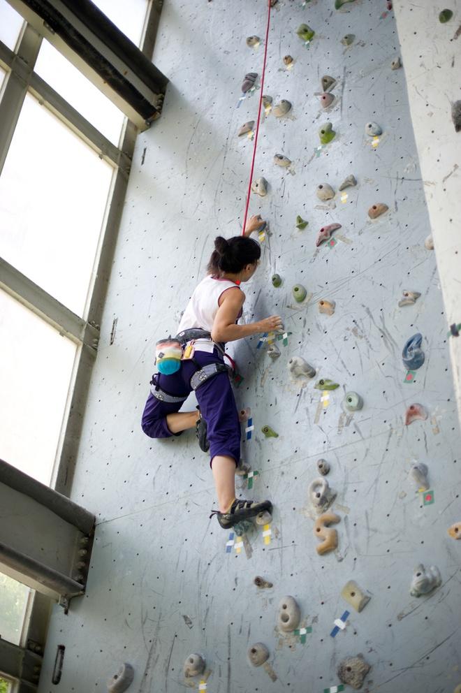 Leo núi nhân tạo đòi hỏi người chơi kiên trì và chấp nhận thử thách.