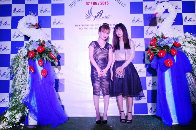 My pham Trang Vo to chuc Hoi nghi tri an khach hang hinh anh