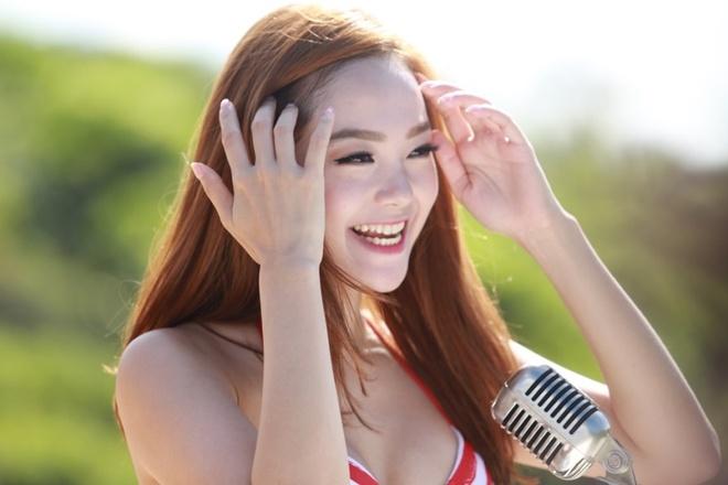 Minh Hang rang ro quay MV giua troi nang nong hinh anh