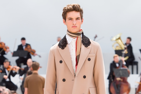 Burberry Prorsum Nam Xuan He 2016: Triet ly song cham hinh anh