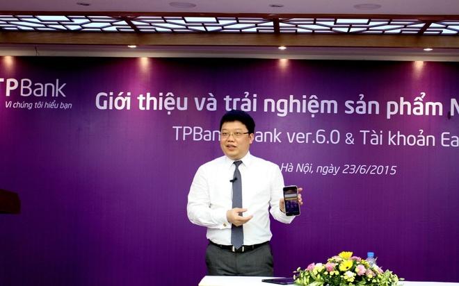 EasyLink: Cuoc cach mang ve quan ly tai khoan ca nhan hinh anh 1  Ông Nguyễn Hưng, Tổng giám đốc TPBank giới thiệu tài khoản EasyLink và eBank phiên bản 6.0 trong buổi ra mắt.