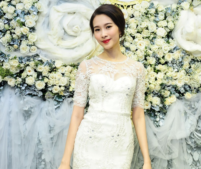Dang Thu Thao tinh khoi du khai truong showroom Le Thanh Hoa hinh anh