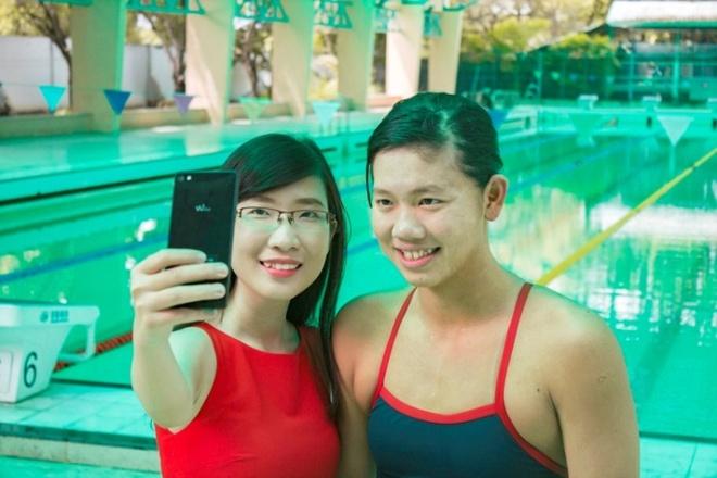 Anh Vien thich thu khi lan dau selfie hinh anh
