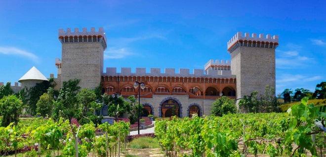 Diem den 5 sao hap dan mua he hinh anh 3 Lâu đài rượu rang RD tại Sea Links Beach Phan Thiết. (Ảnh: sealinkscity.com)