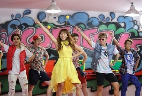 Hari Won tao hinh 'co ong vang' trong MV moi hinh anh
