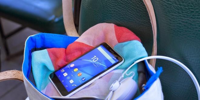 Sony Xperia E4 Dual được bán với giá 3,29 triệu đồng tại thegioididong.com, tặng kèm ốp lưng thời trang.