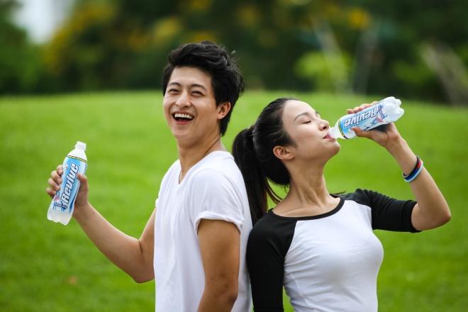 Uống đủ nước và bổ sung muối khoáng giúp bạn nhanh chóng hồi phục năng lượng.
