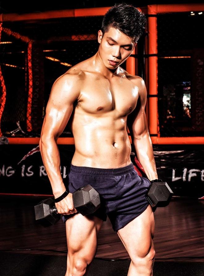 HLV the hinh khoe co bap 6 mui tai phong gym hinh anh 2