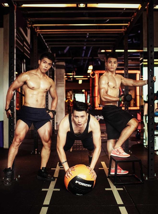 HLV the hinh khoe co bap 6 mui tai phong gym hinh anh 4