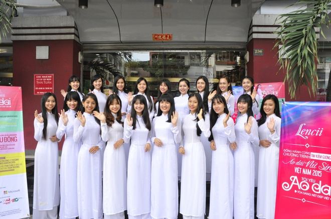 Top 20 Miss Ao dai Nu sinh Viet Nam tham showroom Thai Tuan hinh anh 5