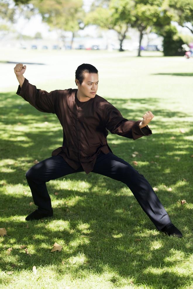Ong bau Minh Chanh khoe kha nang vo thuat Kungfu hinh anh 1