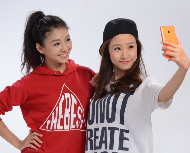 Top 2 cuoc thi 'Miss Ao dai' khoe anh selfie ca tinh hinh anh