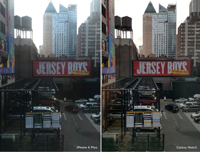 So sánh ảnh chụp trên Galaxy Note 5 và iPhone 6 Plus ở cùng điều kiện ánh sáng, lấy nét vào tấm bảng chữ đỏ.