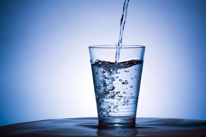 5 chieu thuc ngan ngua mun cua Dam Phuong Linh hinh anh 2 Cơ thể và làn da của bạn sẽ khỏe mạnh hơn khi đủ nước.